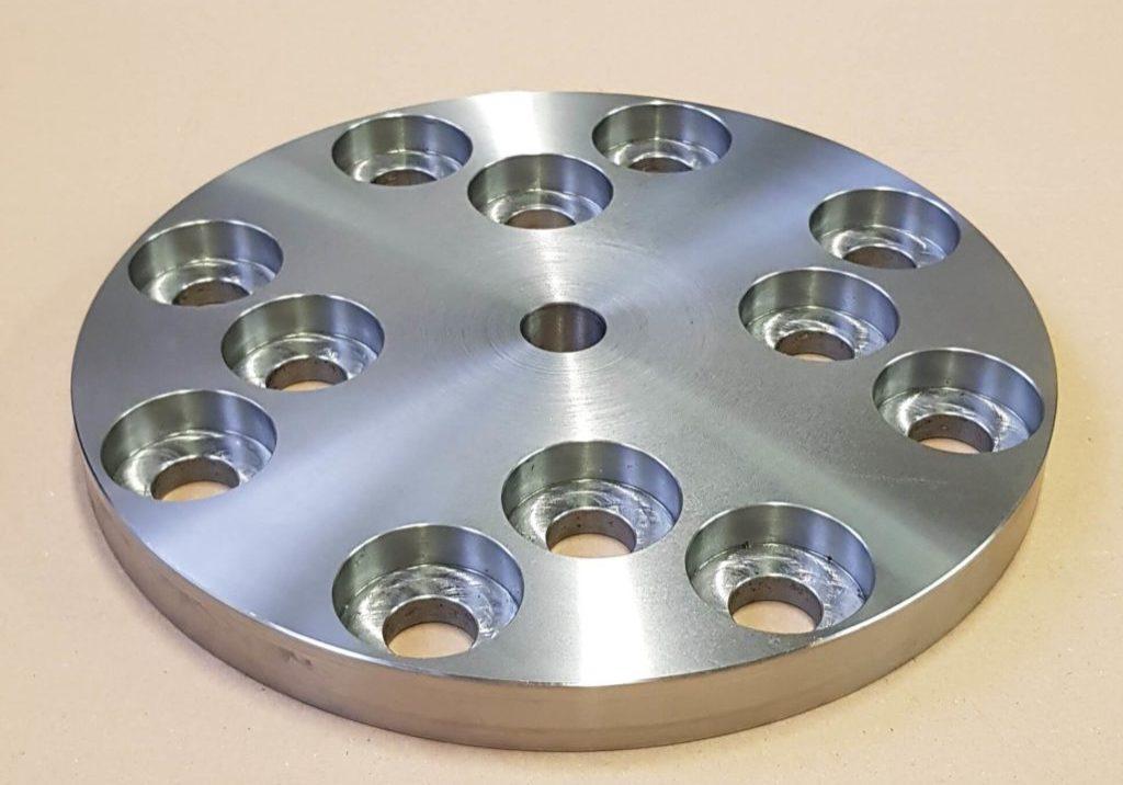 Príruba s 12 otvormi + centrálny otvor
